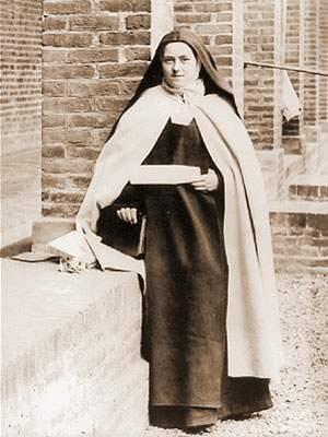 therese_debout_dans_le_preau_-_17_mars_1896
